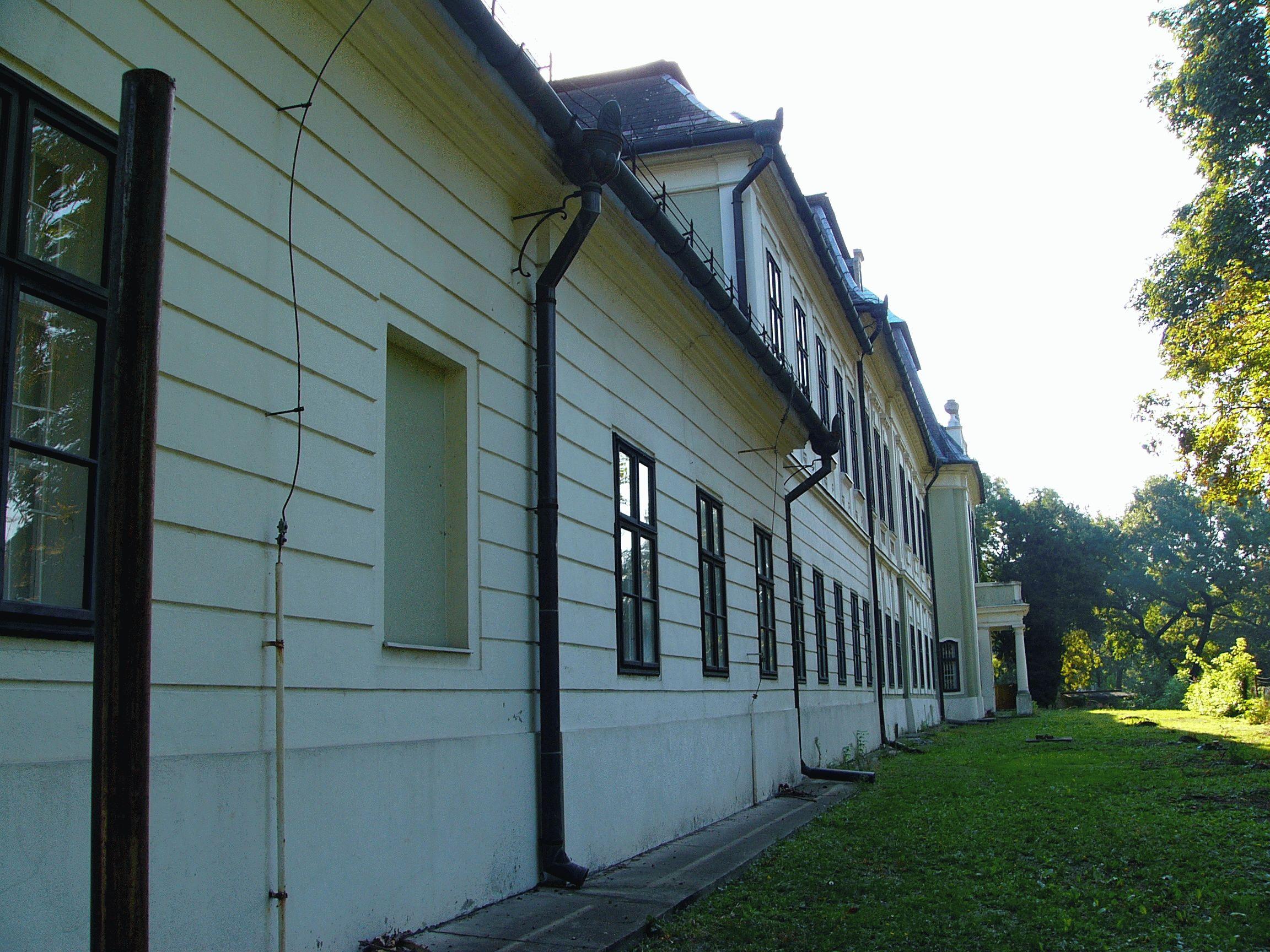 gyula-almasy-castle